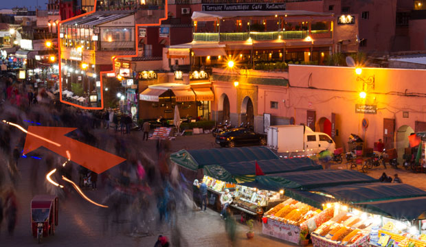 What not to miss in Marrakech? The entrance to the souks of Marrakech is located to the left of Café France
