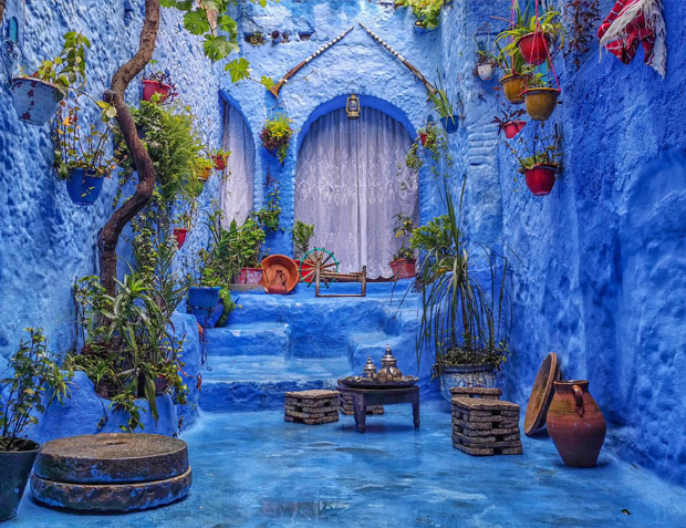 Among the things to see in Chefchaouen that I recommend is to take a photo inside a private patio
