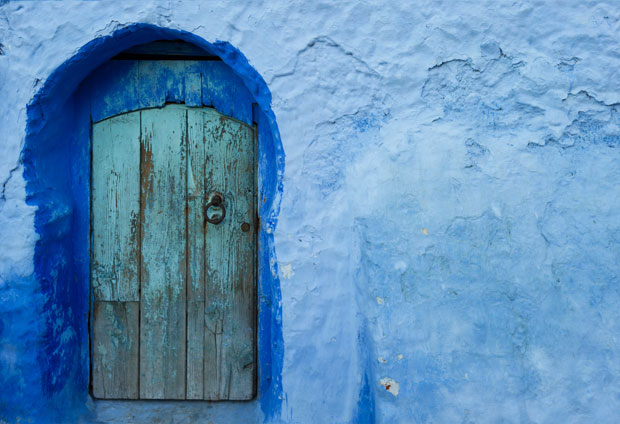 If you are looking for what to visit in Chaouen in one day, something essential is to admire its colors and doors