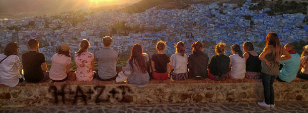 What to do in Chefchaouen, Morocco? At sunset it is advisable to go up to the Bouzaafer Mosque
